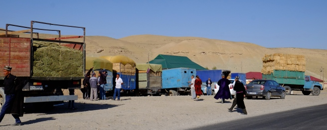 Market en route to Samarkand