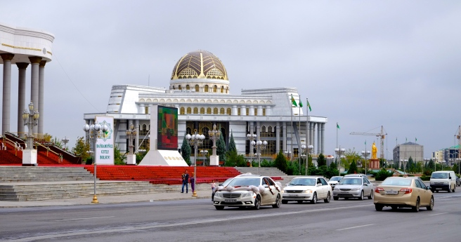 In Turkmenistan everything is big - in the back you see the golden statue of the former president that you can find everywhere in the country