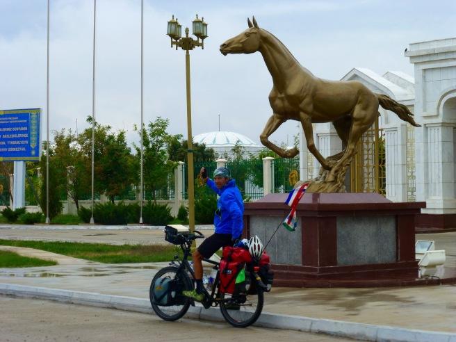 A golden horse for the horseman