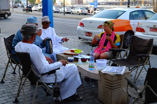 Coffee and dates with the Muscat taxi drivers while Johan is negotiating our room rate