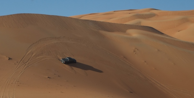 Scary moment and yes, we've been there as well. But in contrary to this driver we made it in one go along the dune thanks to our fantastic driver Stéphane